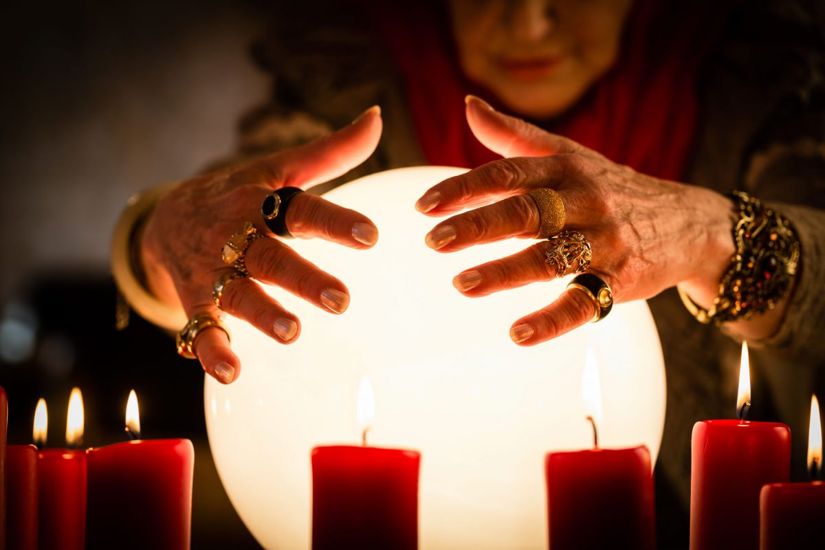 What Are Psychic Clairvoyant Readings?